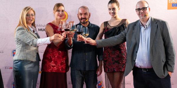 Juan Duyos presenta el primer diseño evocador del maridaje de vino y jamón inspirado en Somontano y Jamón de Teruel