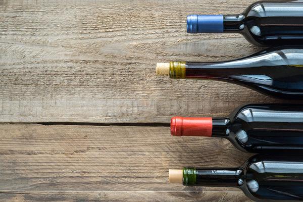 Asaja Valencia AVA reclama medidas urgentes para eliminar excedentes de vino y frenar el hundimiento de precios