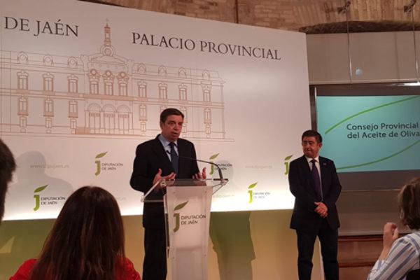 Luis Planas presenta en Jaén el decálogo de 'medidas concretas de acción' para el sector del olivar