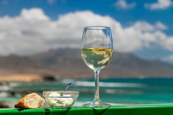 Turismo de Islas Canarias promociona el archipiélago a través de sus vinos